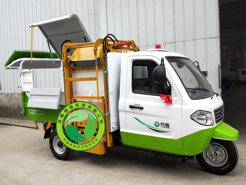 许昌哪家生产的彦鑫牌燃油三轮摩托翻桶车更好 质量好的燃油自卸式翻桶车