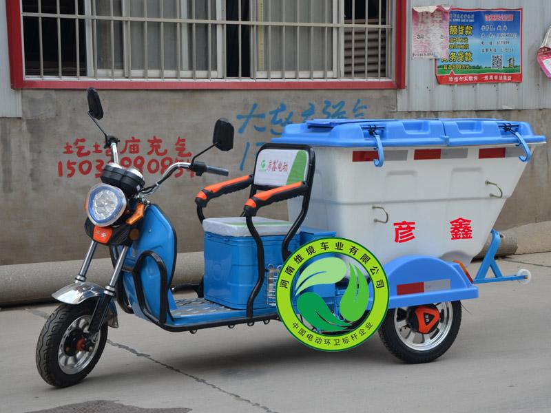 畅销的彦鑫牌小型自卸式电动三轮保洁车价格怎么样-人行道保洁车厂家