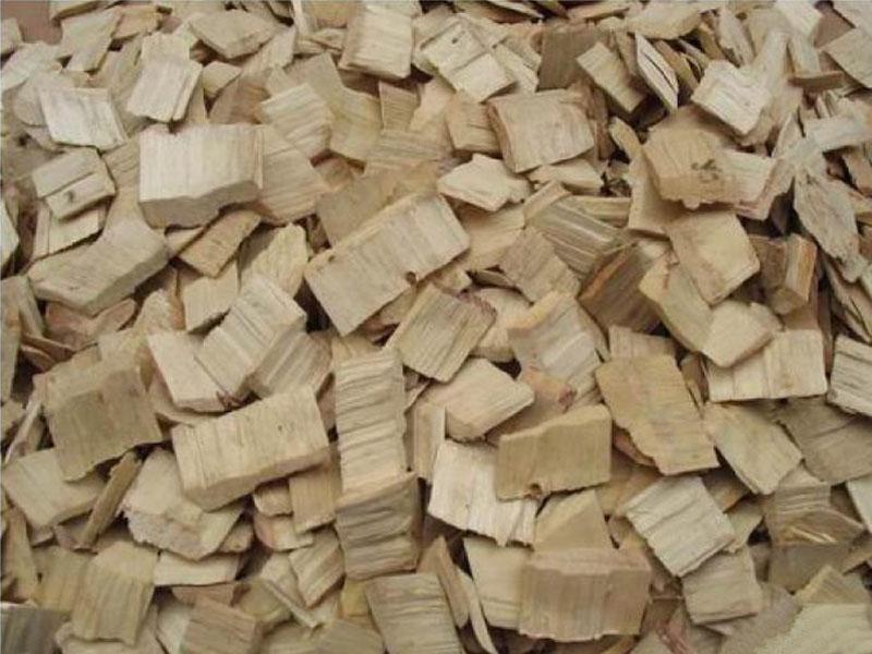 海通木业为您供应好的刨花板专用木片钢材  刨花板专用木片批发