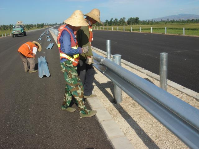 供应镀锌护栏板道路护栏板价格优惠质量好