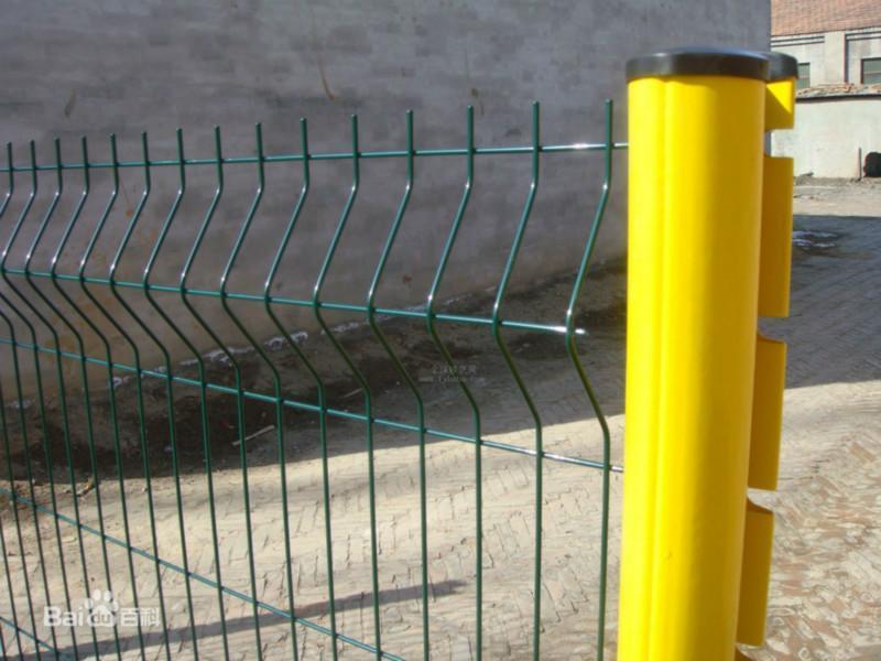 供应桃型柱护栏网喷塑护栏网规格齐全