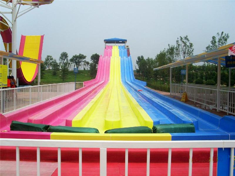 新式的彩虹滑梯就在廣州星江源游樂設備-設計彩虹滑梯