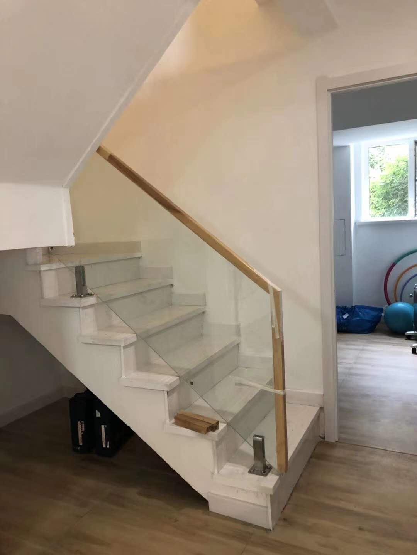 沈阳玻璃楼梯厂家,玻璃楼梯围栏供应—博鑫艺楼梯