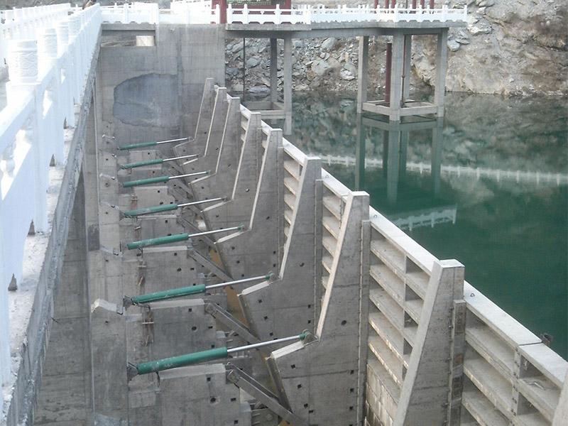 液压混凝土升降坝-液压翻板闸的价格范围如何