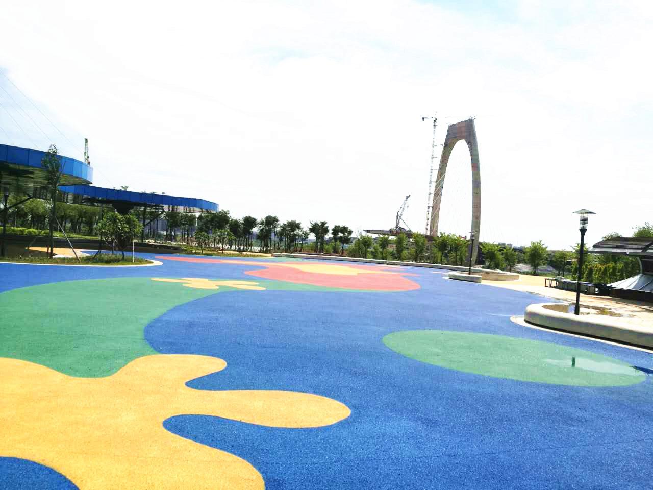为您推荐品牌好的江西EPDM彩色地面材料,江西幼儿园塑胶地面