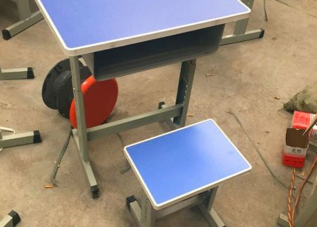新乡课桌椅销售 轩逸家具实力强