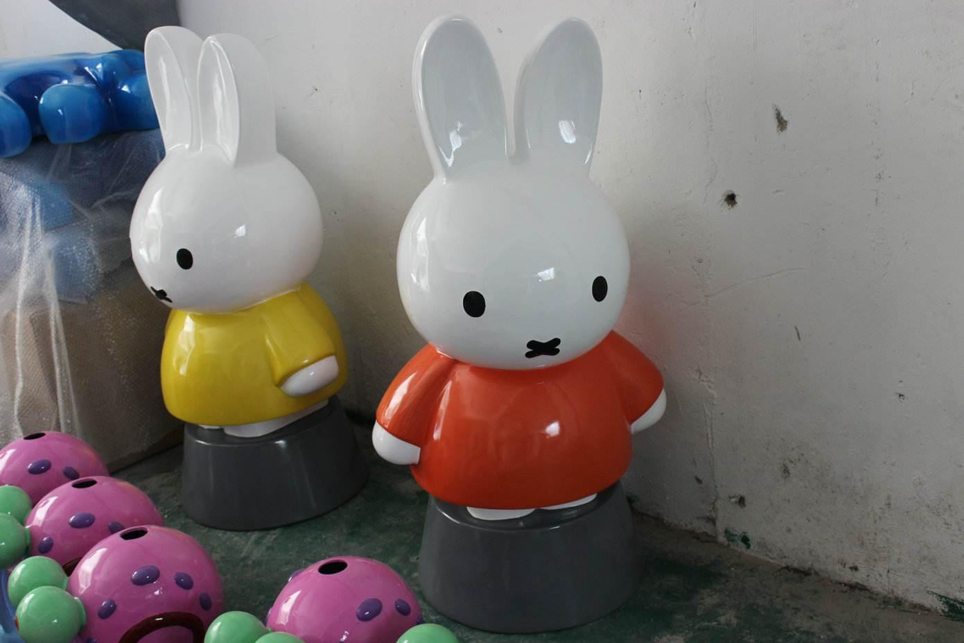吉林哪里有專業的玻璃鋼雕塑-吉林定做玻璃鋼垃圾桶