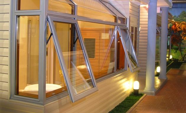 辽宁制作移动板房谁家专业,可靠的移板房,盘锦门窗商行倾力推荐