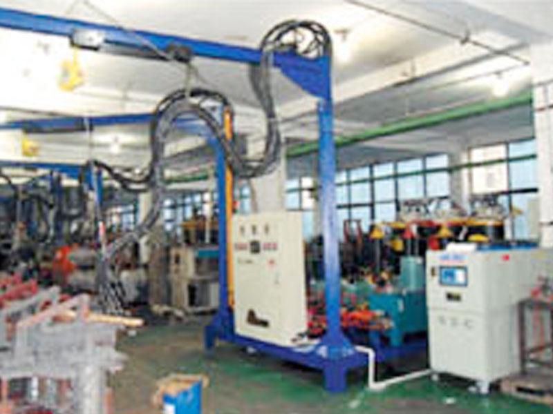 发泡机生产厂家公司-大量供应实惠的聚氨酯发泡机设备