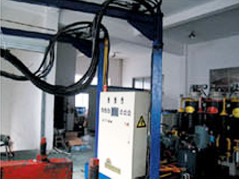 发泡机生产厂家厂商代理-想买高性价聚氨酯发泡机设备,就来蓬莱康维特聚氨酯设备