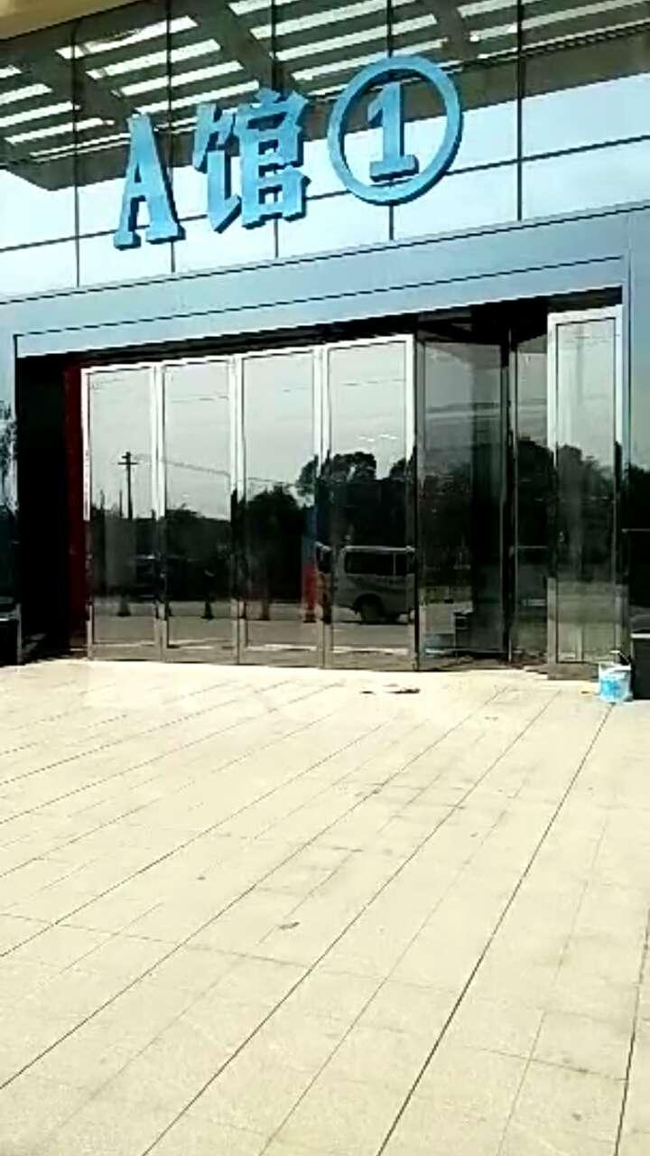 电动玻璃折叠门