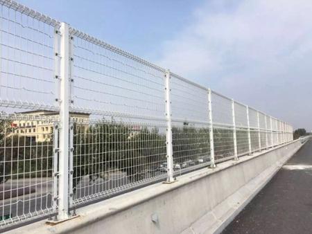 沈阳护栏网多少钱――辽宁哪里供应的护栏价格优惠