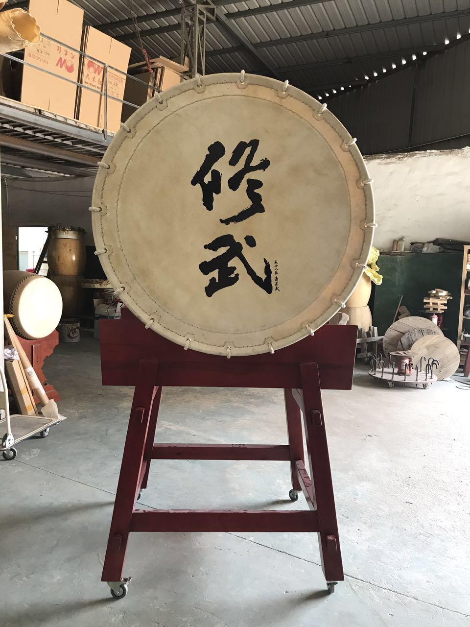 大鼓制作厂家-工致的大桶太鼓当选九木红