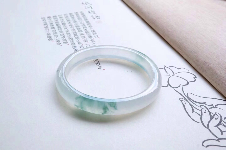 玉美人珠宝专业提供翡翠雕刻工艺,珠宝饰品
