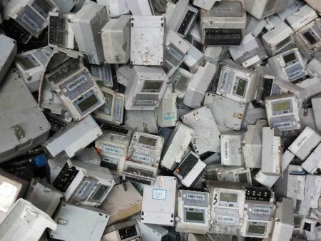 二手电表的随意丢弃将会对环境将造成不可逆的伤害