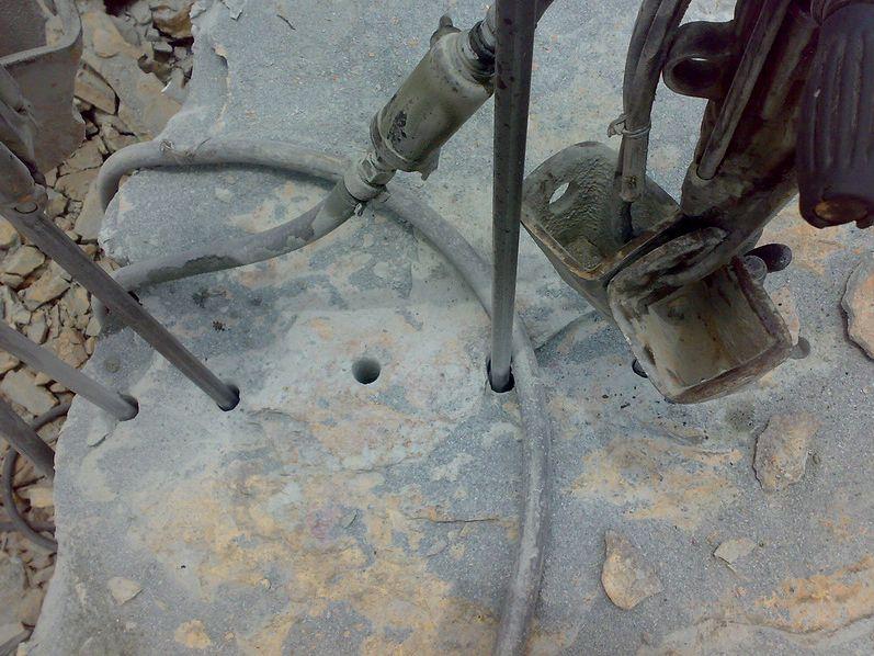 玉树大孔高效静态破碎剂 玉树膨胀剂破石头选宇鸿建材