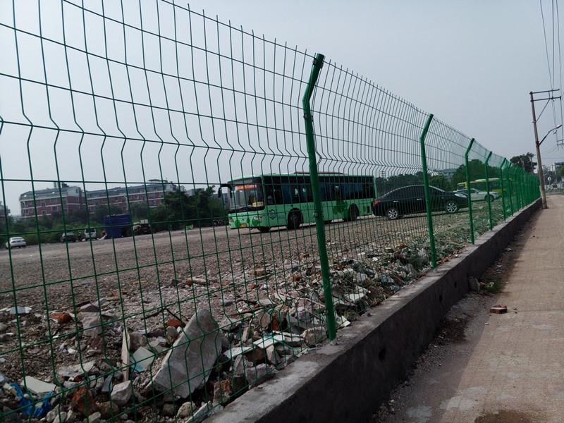 公路护栏网片车间隔离网球场围网施工围栏