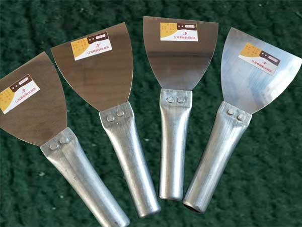 重庆双色塑柄油灰刀-临沂耐用的铁把烤蓝油灰刀批售