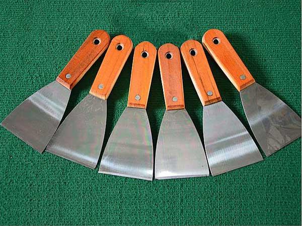 河北铁把烤蓝油灰刀加工,临沂裕锦工具供应价格合理的木柄双夹油灰刀