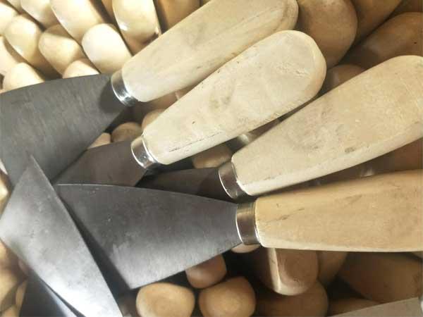 山东双色塑柄油灰刀哪里有-哪里能买到好用的木柄镜面油灰刀
