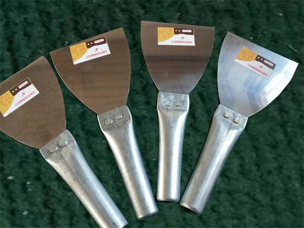 临沂塑柄油灰刀哪家好|临沂裕锦工具品质好的铁把烤蓝油灰刀出售