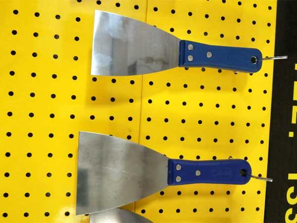 高性价塑柄镜面油灰刀供销-北京木柄油灰刀多少钱