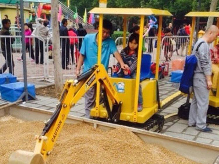 六一假期人气游乐设备儿童挖掘机微信扫码远程启动,?#20998;?#26377;保障