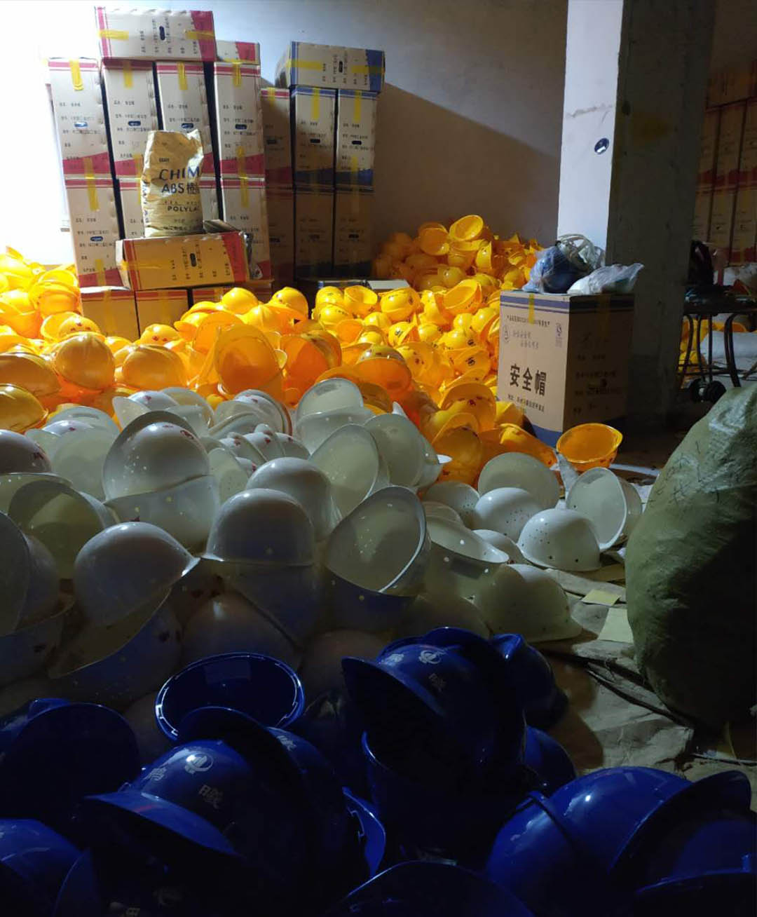 郑州汗昶环保手机赌博澳门网站专业提供优质的塑料安全帽 台湾塑料安全帽厂家