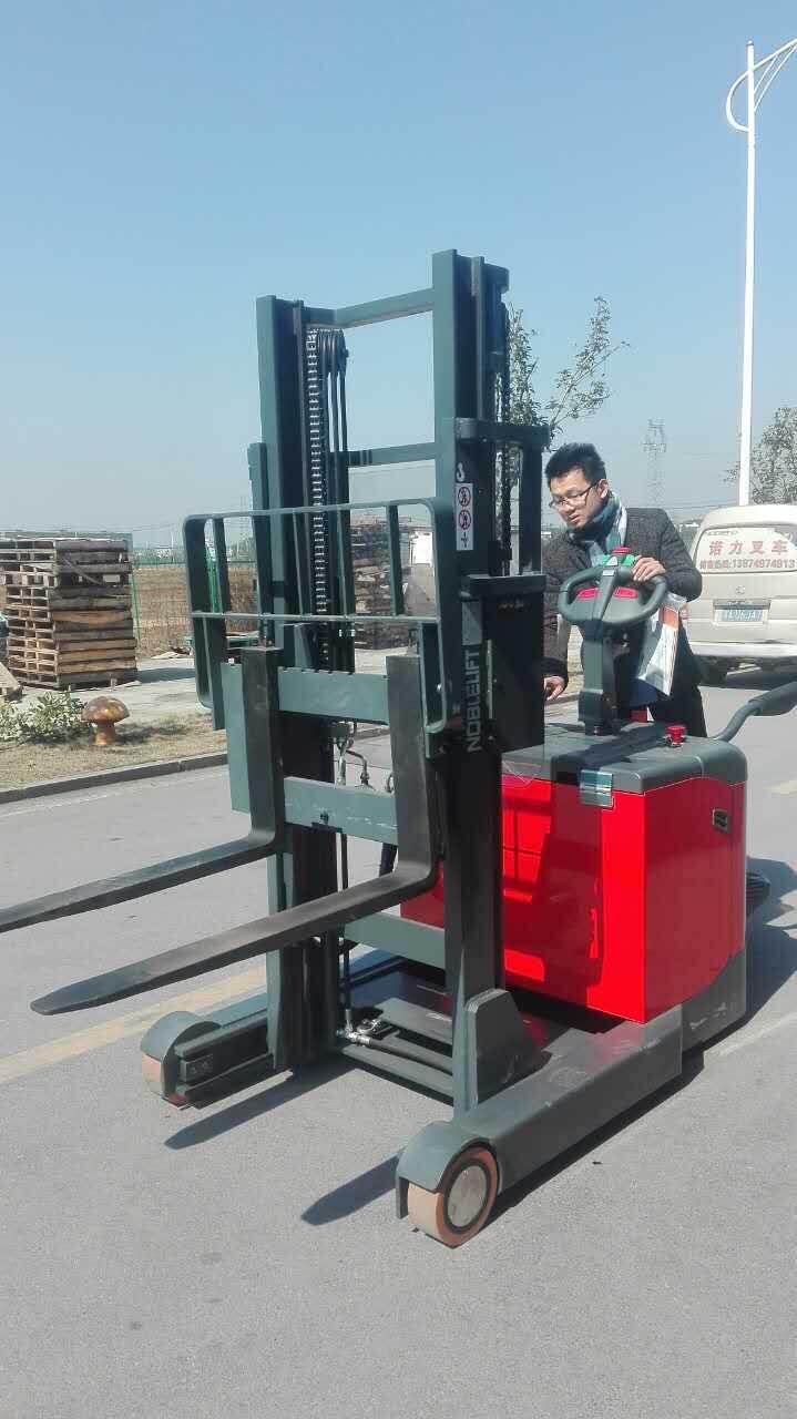 交通运输 运输搬运设备 电动堆垛 车价格   供应商:长沙诺力叉车有限