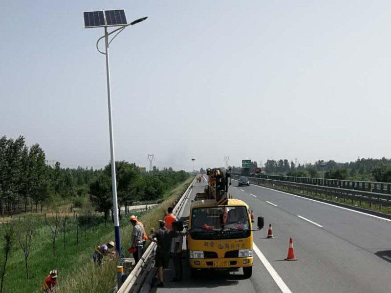 乌鲁木齐太阳能路灯_甘肃鲁星户外照明_声誉好的太阳能路灯公司