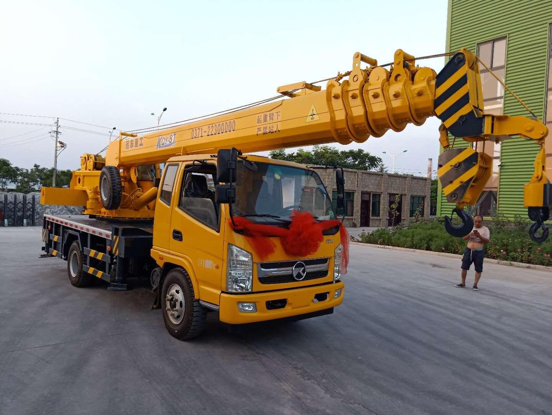 洛阳16吨吊车-买优惠的16吨吊车当然是到远东重工机械制造了