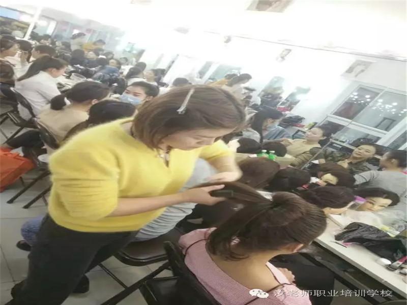 阜阳彩妆学校-纹身学校-美容学校-纹绣学校到大家认可的汝老师