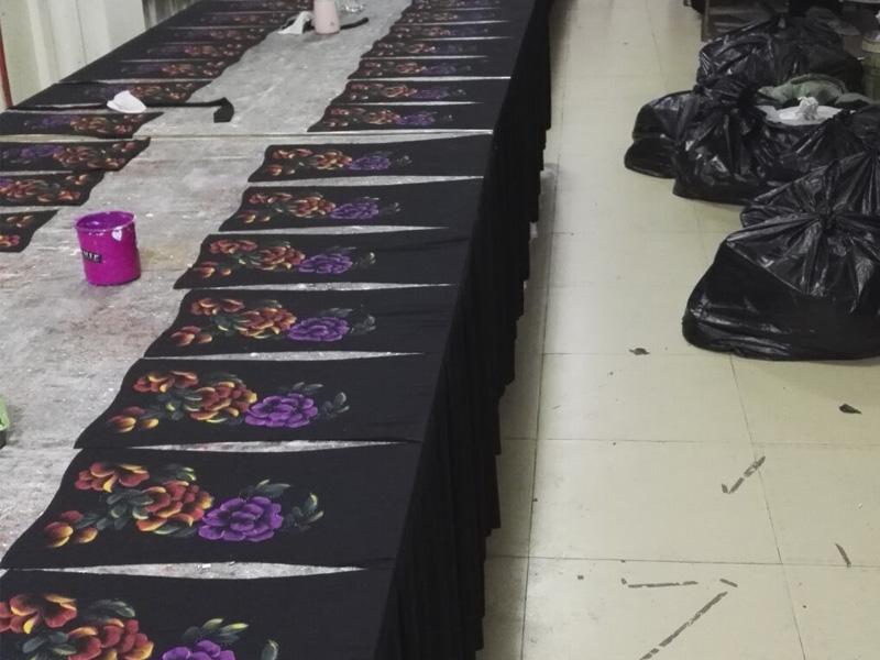 知名的服装手绘厂家推荐_广州江夏专业服装烫金设计公司