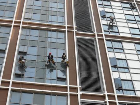 外墙玻璃安装维修保养检查