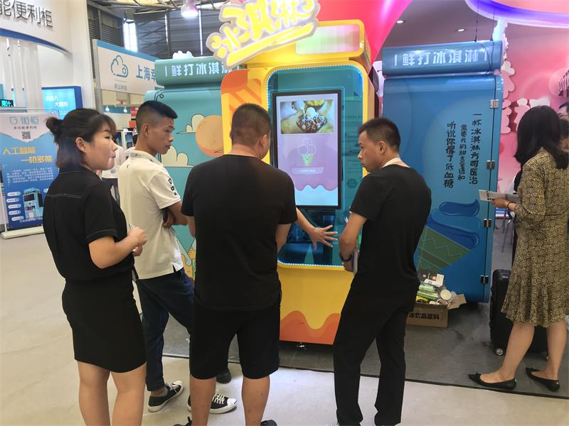 游乐场自动冰激凌机贩卖机智能冰淇淋无人售货机口味
