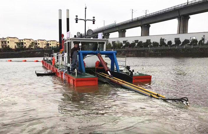 淤泥铰刀船