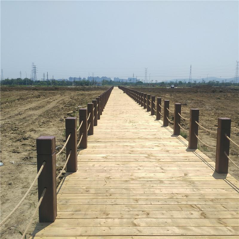 武汉仿木栏杆定制-供不应求的仿木护栏推荐
