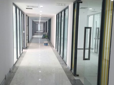 玻璃隔断单玻百叶隔断安装方案_玻璃隔断设计安装价格