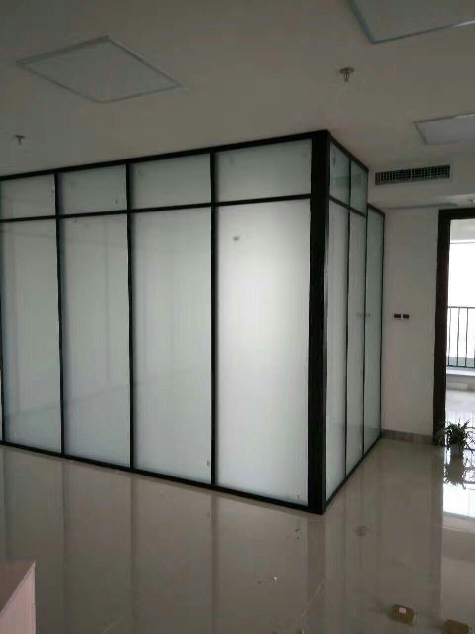 天津办公室玻璃隔断-为您推荐美泰装饰品质好的办公隔断