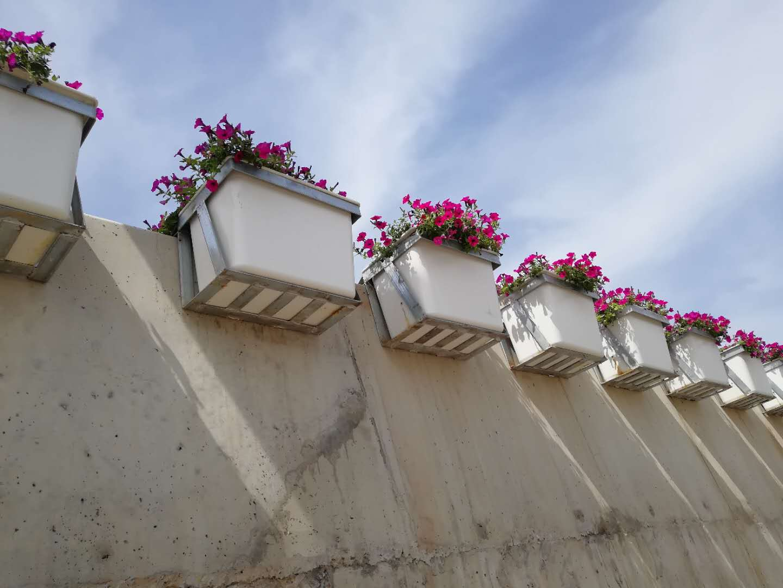 高架玻璃钢花盆出售,大量供应高性价玻璃钢高架花盆