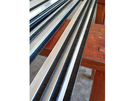 除尘条刷价格-性价比高的铝合金条刷供应信息