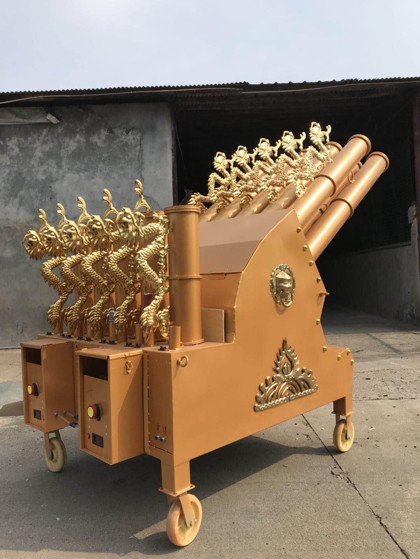 山村婚礼现场这电子礼炮,代替了烟花爆竹,听这声响就像迫击炮!
