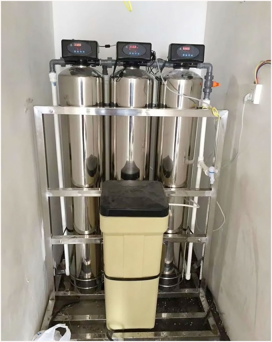 降低鈣鎂離子水處理設備不銹鋼軟化水設備帶支架一體式歡迎咨詢