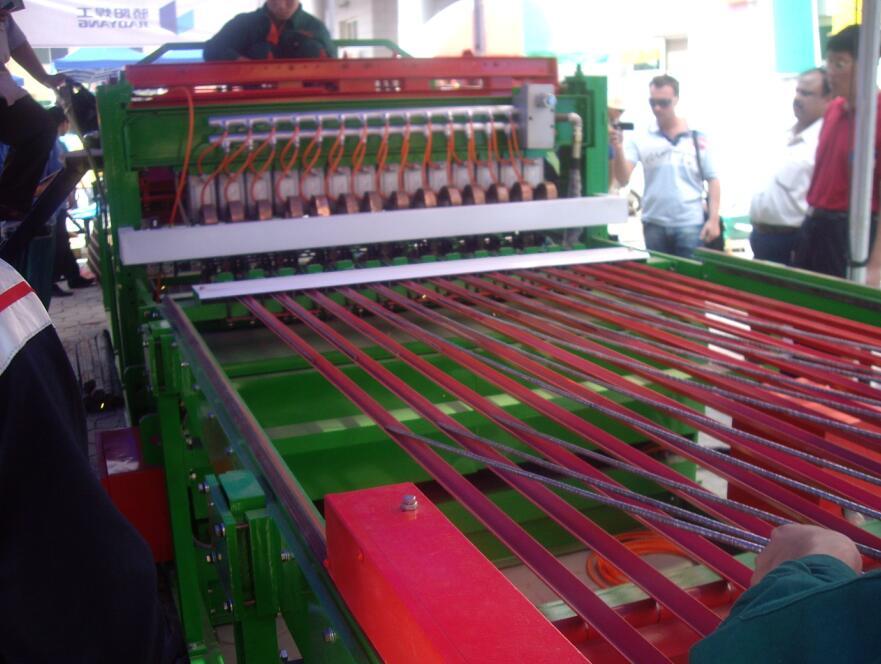 养殖网专用焊网机优质家禽养殖网机价格双料斗数控鸡笼底网片排焊
