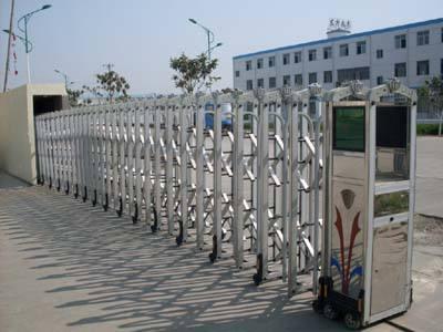 郑州电动伸缩门厂家直销 就选鹏晟门业 质量过硬