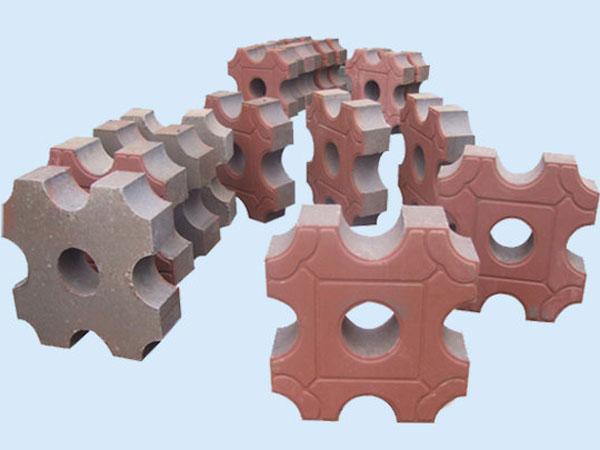 泰安砌塊成型機廠家-專業的多功能砌塊成型機莒南玉豐液壓模具供應
