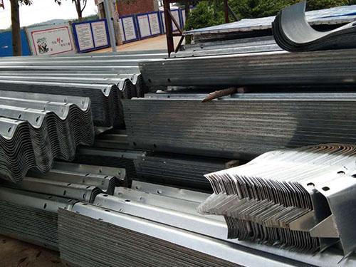 镀锌波形护栏价位-智捷交通设施提供实惠的镀锌波形护栏