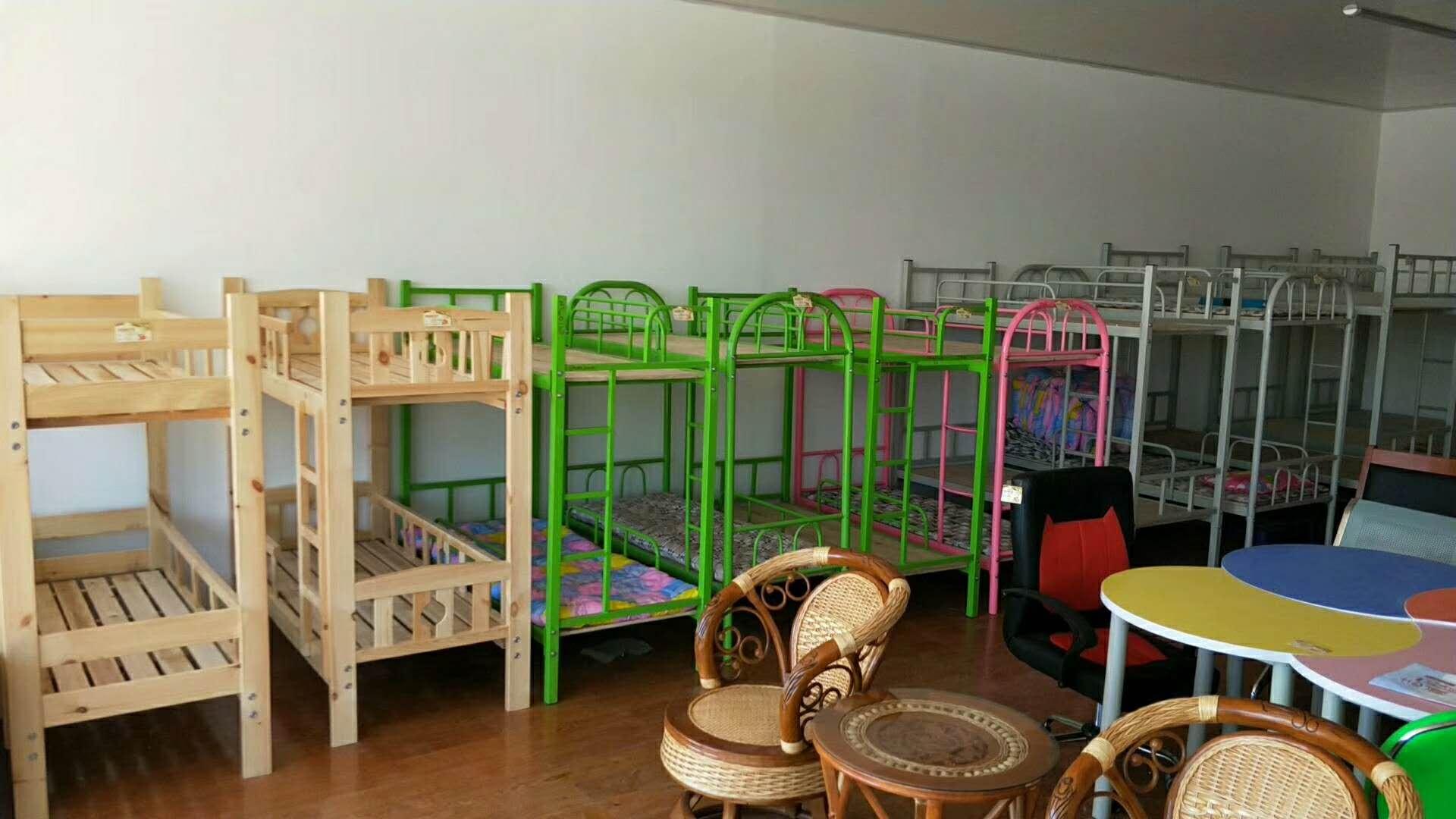 幼儿园课桌椅制造商,买新款幼儿园办公家具来志诚办公家具