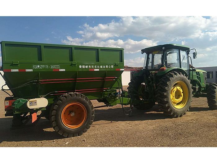 知名的宁夏撒粪车车供应商_青铜峡市民乐农业机械|青海撒肥车价格