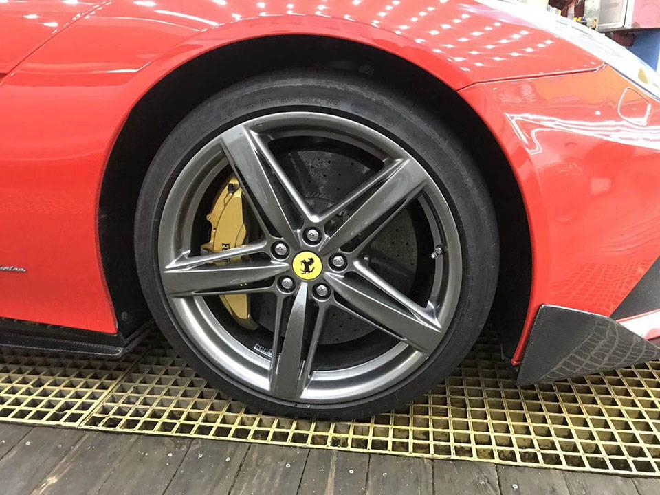 进口豪车专卖 鸿叶汽车服务专业供应德版法拉利F12 DMC